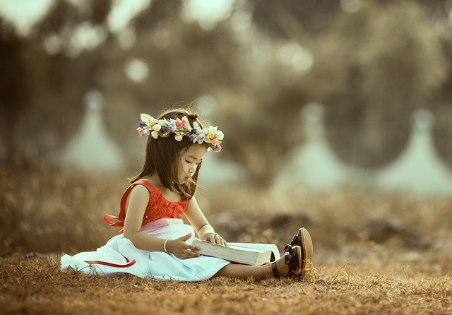 dziewczynka_z_książką
